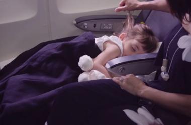 Kids' sleeping device in use